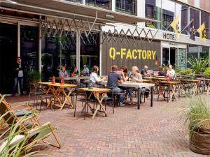 A restaurant or other place to eat at Q-Factory Hotel