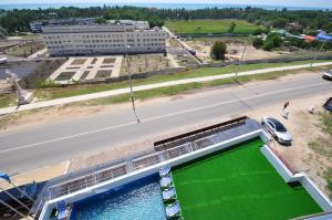 Вид на бассейн в Provans или окрестностях