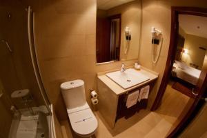Un baño de Hotel Santa Cristina Petit Spa