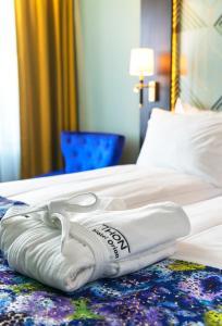 سرير أو أسرّة في غرفة في فندق ثون أوريون
