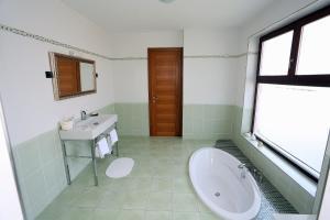 A bathroom at Apartment Larin