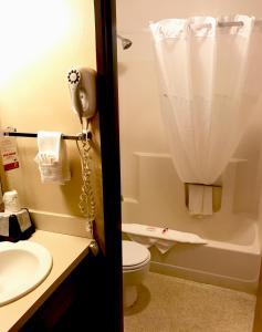 A bathroom at Super 8 by Wyndham Moscow