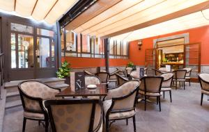 A restaurant or other place to eat at Laguna Nivaria Hotel & Spa