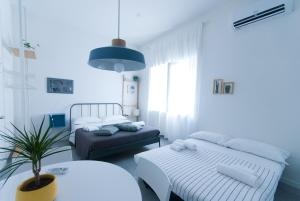 A bed or beds in a room at Capofortuna B&B Salerno Centro