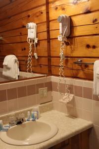 A bathroom at Stone Fence Resort