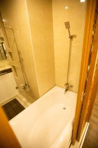 Phòng tắm tại Anh Nguyet Hotel