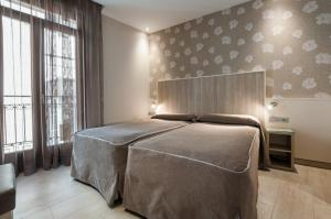 A bed or beds in a room at Hotel Santa Marta