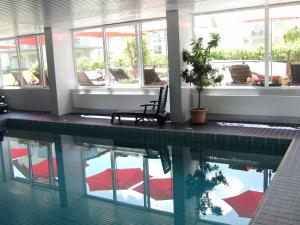 The swimming pool at or near Golfhotel Hebelhof