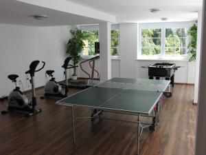 Ping-pong facilities at Golfhotel Hebelhof or nearby
