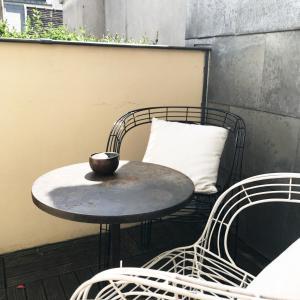 A seating area at Hôtel Recamier