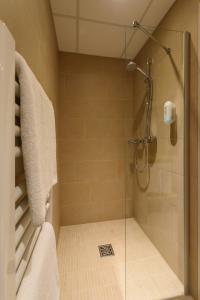 A bathroom at Hotel Cloppenburg