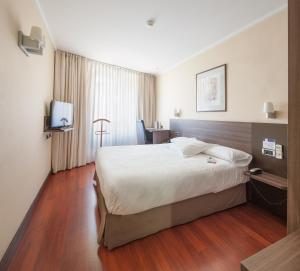 A bed or beds in a room at Hotel Yoldi