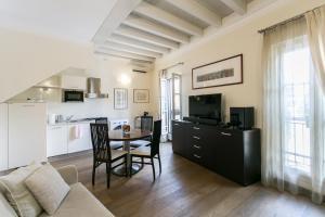 TV o dispositivi per l'intrattenimento presso Charming Milan Apartments Brera - Madonnina