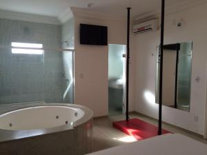 A bathroom at Prime Motel