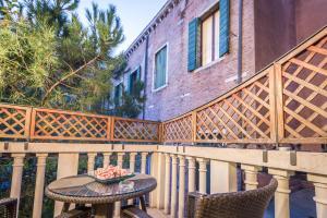 A balcony or terrace at Ca' Dei Dogi