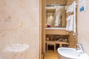 A bathroom at Ca' Dei Dogi
