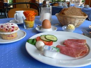 Breakfast options available to guests at Hotel Meran Hallenbad & Sauna