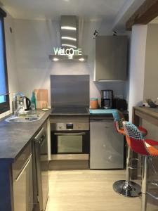 A kitchen or kitchenette at Cabanon de pêcheur