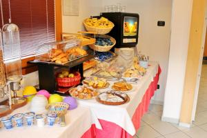 Breakfast options available to guests at Hotel Rezia