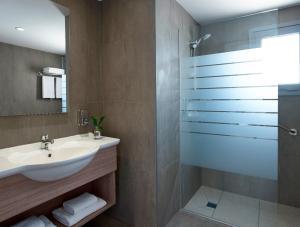 A bathroom at Louis St. Elias Resort & Waterpark