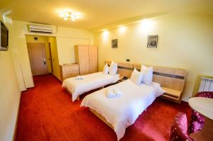 A bed or beds in a room at Hotel Clipa