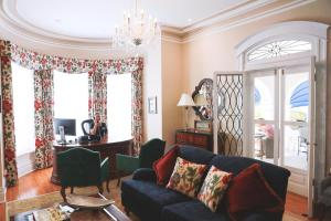 A seating area at Rosedon Hotel