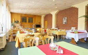 Ein Restaurant oder anderes Speiselokal in der Unterkunft Harzparadies