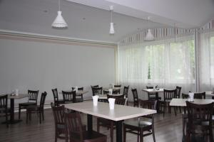 A restaurant or other place to eat at Hotel am Fluss