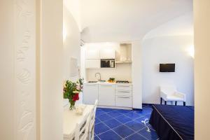 A kitchen or kitchenette at Ischia Blu Resort