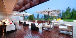 Un restaurante o sitio para comer en Finca Prats Hotel Golf & Spa