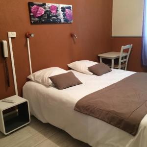 Un ou plusieurs lits dans un hébergement de l'établissement Au Royal Hotel