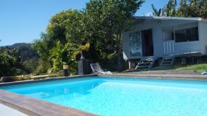 A piscina localizada em Bungalow Premium Tahiti ou nos arredores