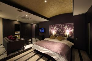 A bed or beds in a room at Hotel Water Gate Hamamatsu (Adult Only)