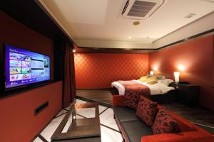 A television and/or entertainment center at Hotel Water Gate Hamamatsu (Adult Only)