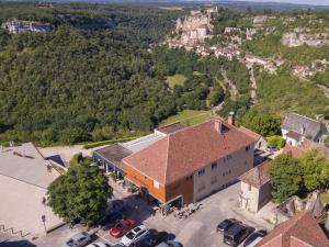 A bird's-eye view of Logis Hôtel Le Belvédère
