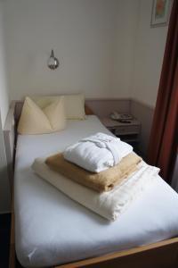 Ein Bett oder Betten in einem Zimmer der Unterkunft Sletz Parkhotel - Superior