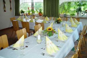 Ein Restaurant oder anderes Speiselokal in der Unterkunft Gasthaus und Pension Hintere Höfe