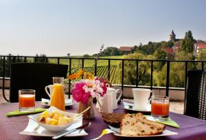 Breakfast options available to guests at Hotel Restaurant Au Riesling