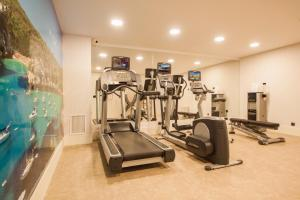 The fitness center and/or fitness facilities at Catalonia Mirador des Port