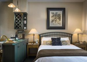 A bed or beds in a room at The Essex Resort