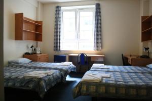 Letto o letti in una camera di LSE Bankside House