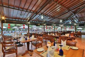 A restaurant or other place to eat at Jayakarta Hotel Bali