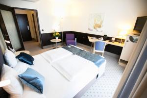 A bed or beds in a room at Best Western Plus Crown Hotel