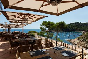 A restaurant or other place to eat at Hotel Aigua Blava