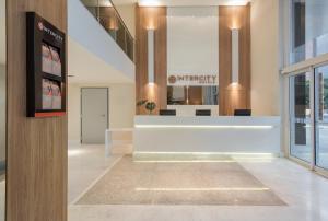 The lobby or reception area at Intercity Porto Alegre Cidade Baixa