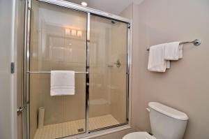 A bathroom at Best Western Plus Revelstoke
