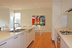 A kitchen or kitchenette at Shortlands