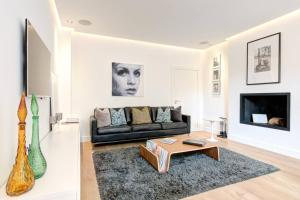 A seating area at The Greyfriars Apartment