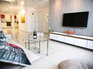 FaRoyal Luxury Suite