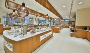 A restaurant or other place to eat at Maritim Paradise Blue Hotel & Spa